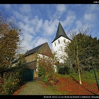 Kirche St. Cäcilia von der Straße Am Scheidt in Hubbelrath