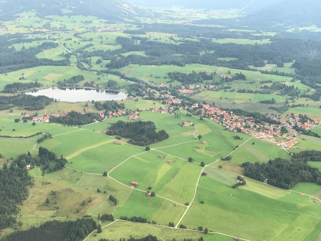 Bad Bayersoien mit dem Soier See (links im Bild) (Andreas Klausmann)