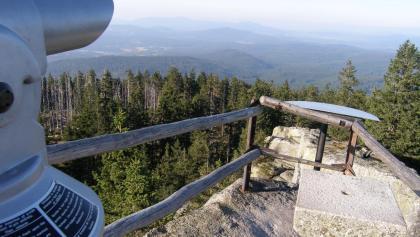 Von 1333 m Seehöhe haben wir vom Hochstein einen weiten Ausblick in den Bayerischen Wald.