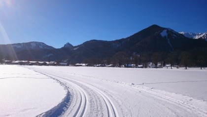 Sonnenloipe Scharling mit Blick zum Hirschberg