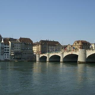 Rhein und Mittlere Rheinbrücke.
