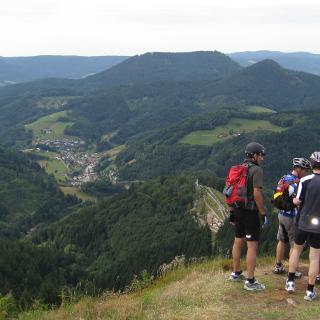 Blick vom Gleitschirmstartplatz auf Bad Griesbach
