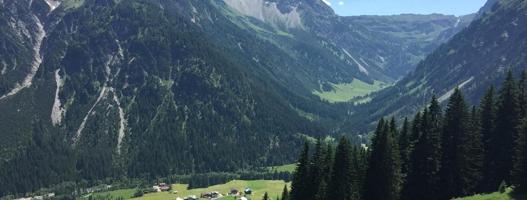 Blick ins Gemsteltal und den Ortsteil Bödmen