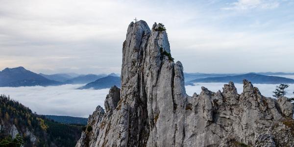 im Herbst thront die Adlerspitze oft über dem Nebelmeer