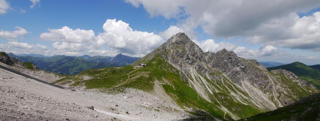 Die Fiderepasshütte in beeindruckender Lage