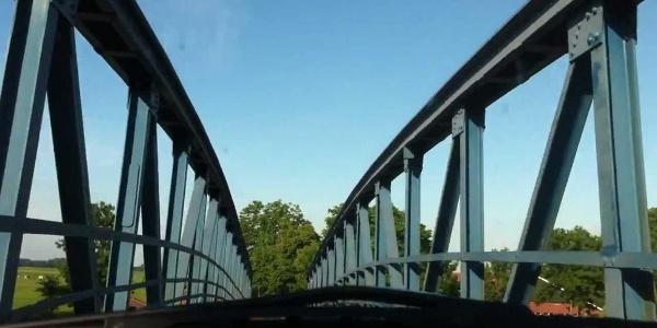 Fahrt über die Brücke in Amdorf