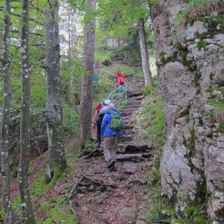 An den Felsen entlang bei Sommêtres.