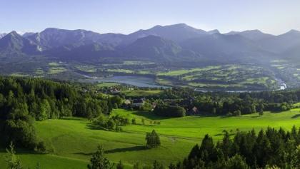 Gemeinde St. Jakob im Rosental mit Blick auf die Karawankenvorberge und die südlichen Kalkalpen