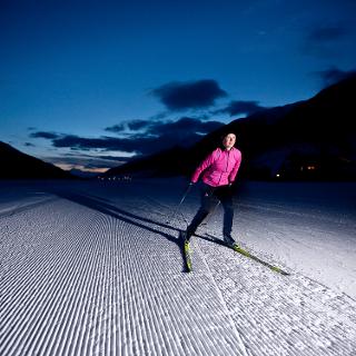 Ski de fond de nuit sur la Nachtloipe à Obergoms.
