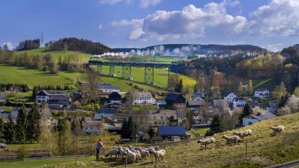 Aussichtsbahn auf dem Markersbacher Eisenbahnviadukt