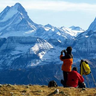 Auf dem Gipfel des Hohgant mit Blick zu den Berner Alpen.