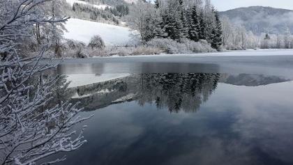 Die winterlichen St. Urbaner Seen mit Hintergrund der Gößeberg (Veitsberg)