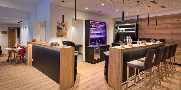 Hotel-Alpenfeuer-Montafon-Bar-Rezeption-02
