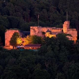 8949_Burg_Nanstein_Nachtansicht_2017_klein