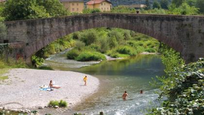 La spiaggia al ponte romano di Ceniga