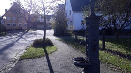 Amztetten Dorf alter  Brunnen