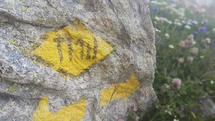 Italian-style TMB way-marking