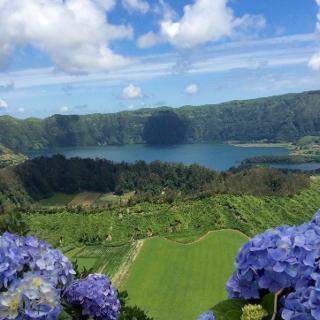 Blick vom Kraterrand auf den Lago Azul
