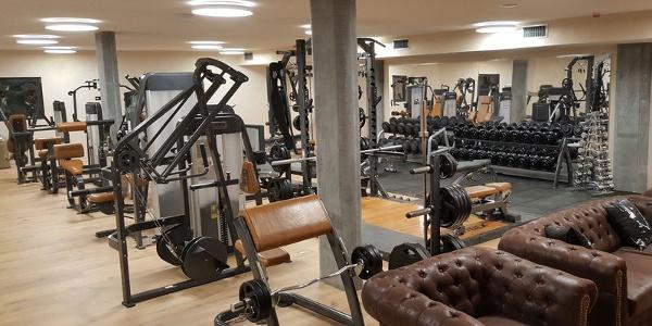 Le plus grand centre de fitness de Zermatt propose des cours d'entraînement classique, de fitness fonctionnel et des cours de groupe.