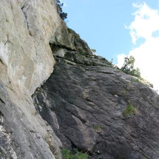 9 SL 5c+, rechts über die graue Wand diagonal ansteigen
