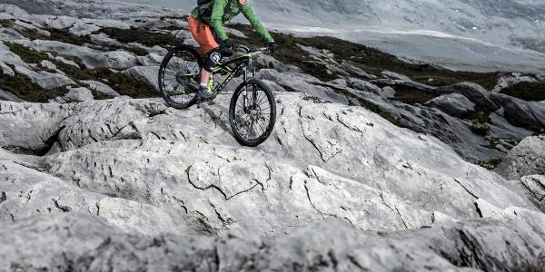 Griffiger Gletscherfels auf dem Vorab
