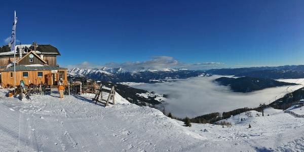 Herrliches Winter-Panorama von der Speiereck-Hütte des ÖTK