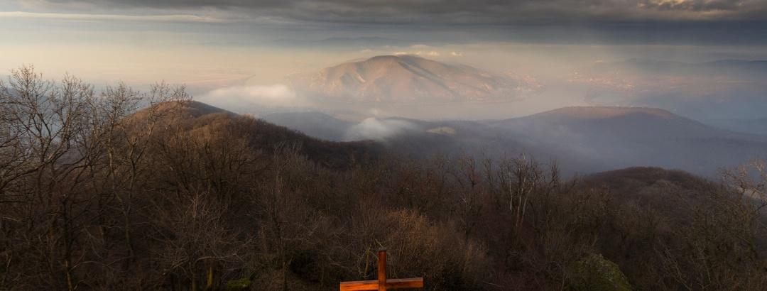 Prédikálószék (Pulpit) in dramatic winter light