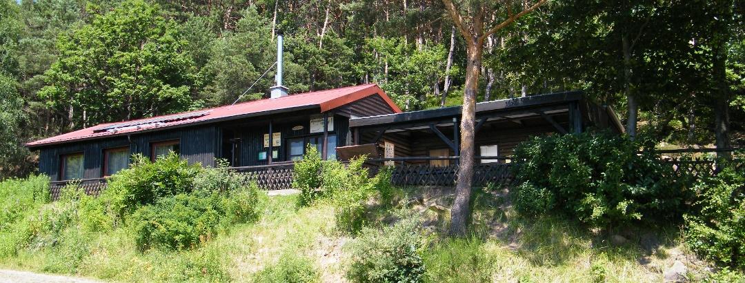Die Trifelsblick-Hütte stellt an Wochenenden und Feiertagen eine willkommene Einkehrmöglichkeit dar.