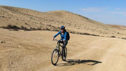רוכב אופניים במסלול הסינגל