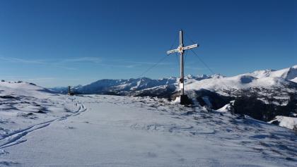 Wir nähern uns dem Gipfelkreuz Kramerbichl.