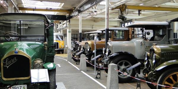 Das Saurer-Museum zeigt Oldtimer-Nutzfahrzeuge und historische Textilmaschinen. Täglich geöffnet.