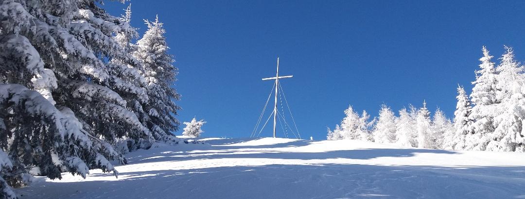 Schneeschuh-Runde am Brandkogel_Gipfelkreuz
