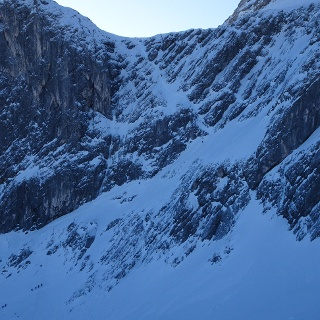 Großer Andrang in den Schöngängen; links der Bernadeinkopf (2143 m)