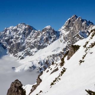 Blick auf die Gruttenhütte, Rote Rinn Scharte und Ellmauer Halt