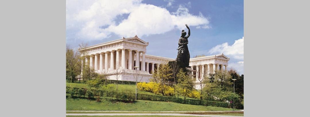 Die Ruhmeshalle mit der Statue der Bavaria.