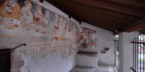 Portico della chiesa di Sant'Apollinare a Prabi