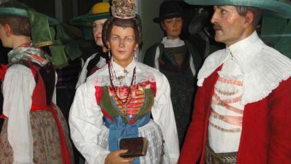 Historische Trachten im Tiroler Volkskunstmuseum