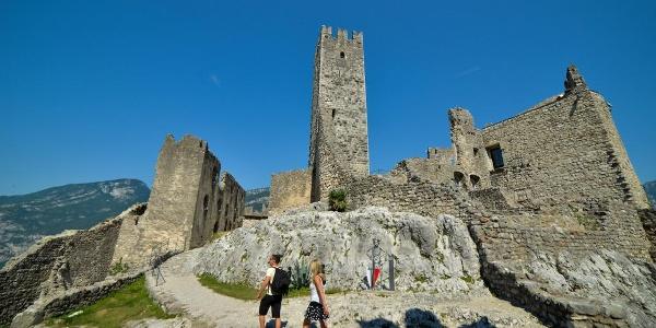 Im Hof der Burg von Drena