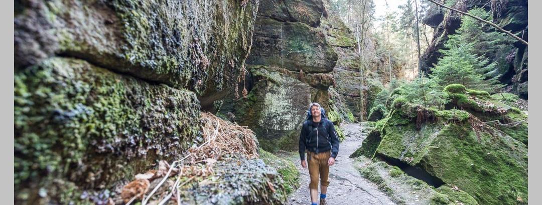 Wandern zwischen Felsen ist schon fast normal auf dem Malerweg.