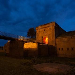 Weißenburger Tor bei Nacht