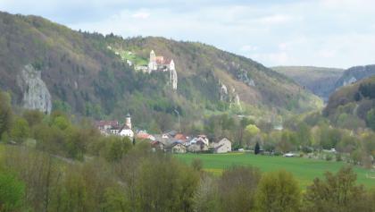 Altmühltl mit Burg Prunn bei Riedenburg