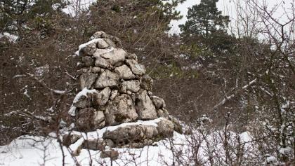 A Kauzál István-emlékmű