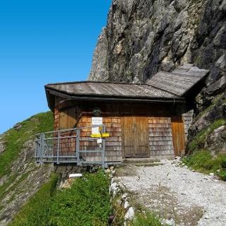 Bertgen-Biwakschachtel des ÖTK, Stützpunkt auf dem Weg zum Matrashaus des ÖTK