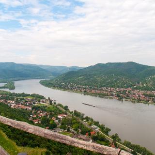 Grandioser Donaublick von der Visegrader Burg aus