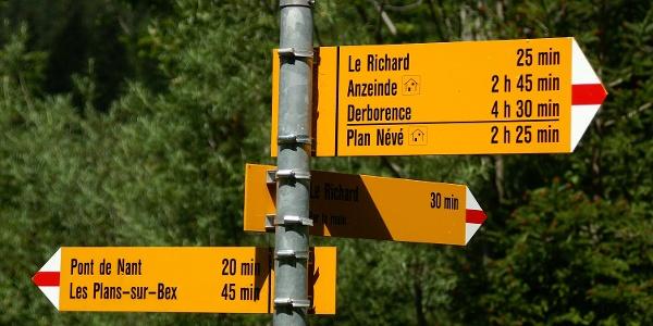Wegweiser zwischen Pont de Nant und Lavanchy.