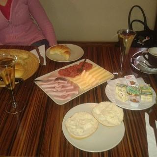 Frühstücken bei Fredls Café