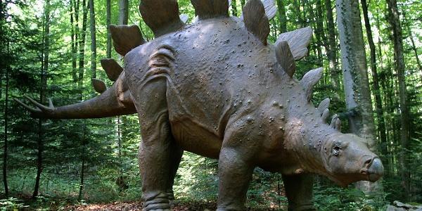Dinosaurier-Lehrpfad in Réclère.