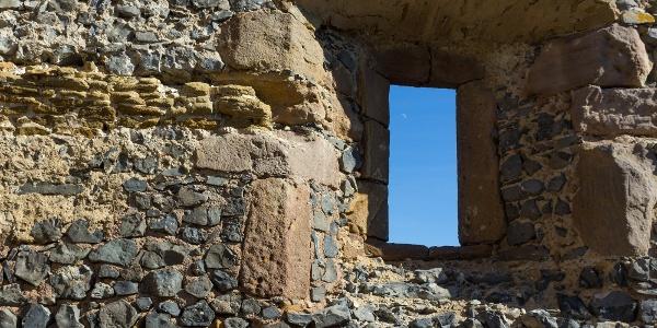 A köveket a hegy tetejére épült somoskői várhoz is felhasználták
