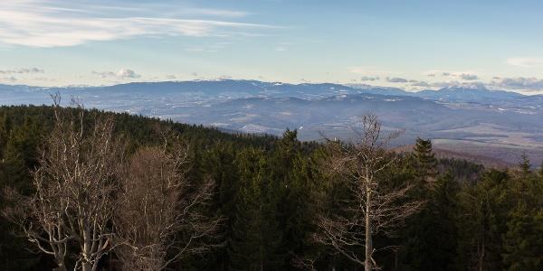 Der Ausblick in Richtung Österreich aus dem Írottkő-Aussichtsturm