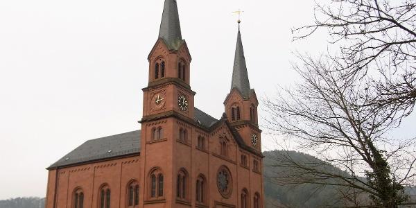 Die markante Doppelturmkirche in Wilgartswiesen